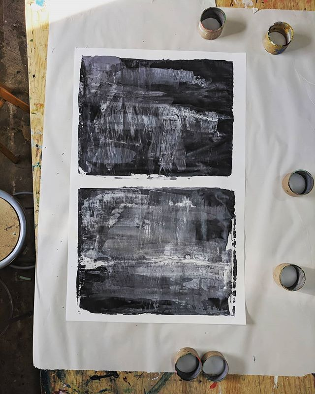 Finished monotype in my favorite colors. Took a quick pic before putting it in the drying rack. I'm really feeling diptychs right now. ▪️ #printmaking #monoprints #diptych #grey #black #white #neutral #finished #needstodry #dontmindtheshadows