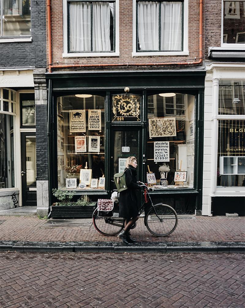 Theseptemberchronicles_amsterdam_girlshopbike.jpg