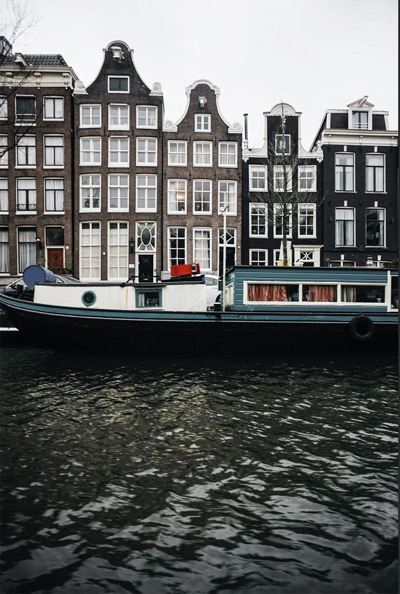 Theseptemberchronicles_amsterdam_houseboat.jpg