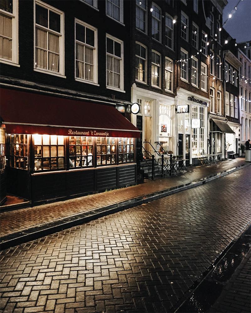Theseptemberchronicles_amsterdam_nightstreet2.jpg