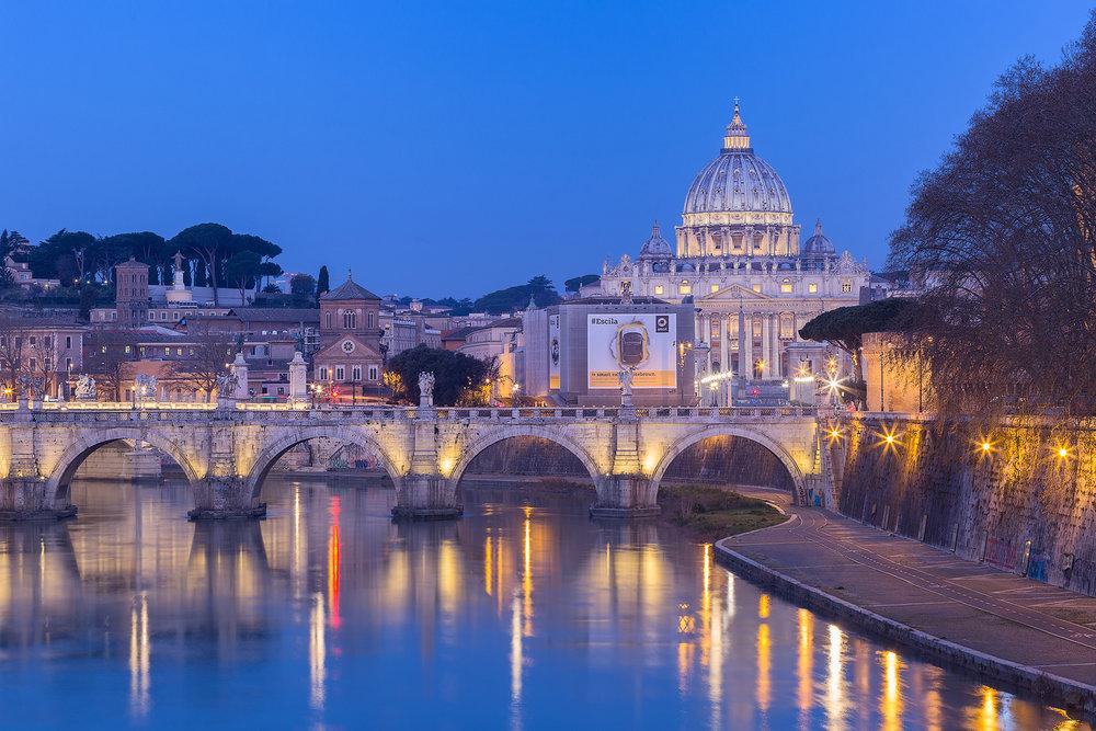 Der St. Peters Dom von der Ponte Umberto aus fotografiert