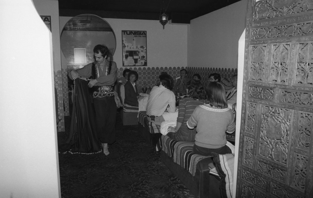 Moroccan Restaurant: Girls' Night Out. Los Angeles, 1981 (16/19)