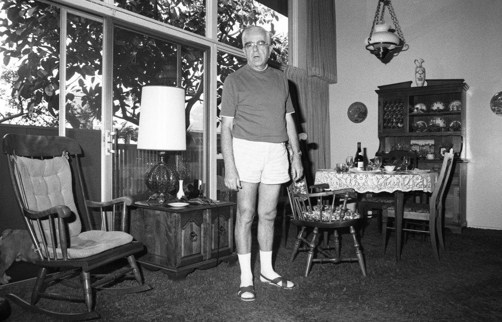 L'homme de maison, chez Nixon, Burbank, California, about 1979.