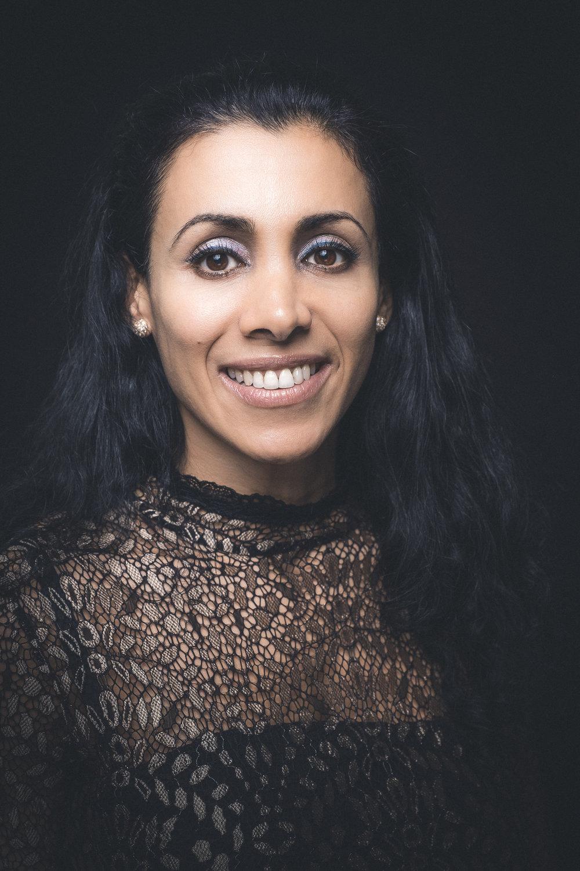 Tandlæge Sara Koefoed   Klinikejer, tilknyttet klinikken siden 2011.  Uddannet fra Tandlægehøjskolen i København 2005.  Sara udfører alt almindeligt tandlægearbejde med særlig interesse for kirurgi og tandlægeskræk.