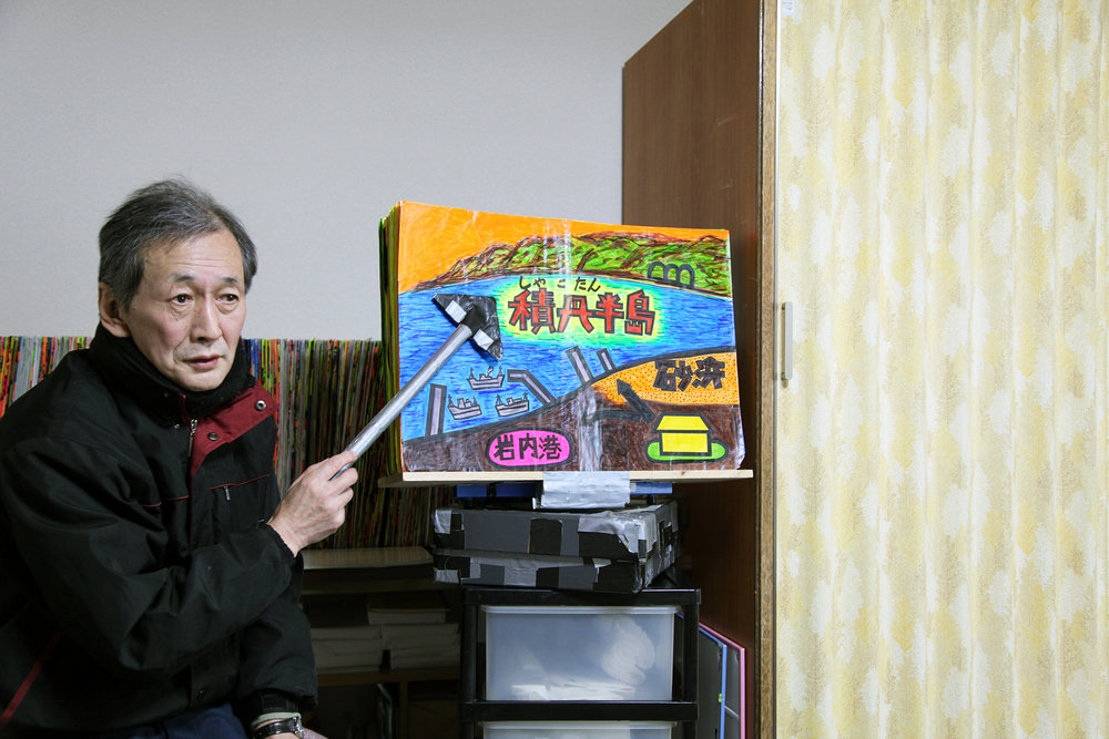 Takeichi Saito giving a presentation at his home, Iwanai, Hokkaido, Japan. Image: authors.