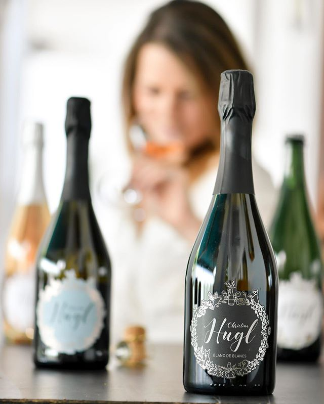 Still looking for christmas gifts? 🎅🏻🎄🥰 why not make your loved ones happy with bubbles? Because the best days are the days you've had at least one glass of bubblies 🍾🥂 let me know if you need something for a perfect gift 😍🍾🥂🎄 #methodetraditionnelle #lifeisbetterwithbubbles #austrianwine #petnat #blancdeblancs #femalewinemaker #sparklingwine #sparkling #christmasgift #perfectgift #austriansekt #bubblesforlife #petillantnaturel #mostwonderfultimeoftheyear #secondfermentation #sekt #sektchen