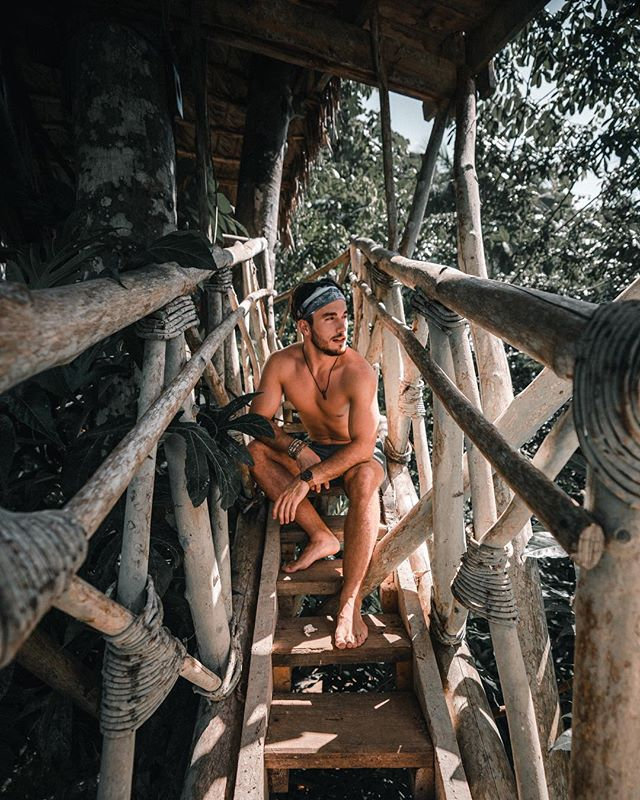 Missing those tree house vibes 🌴