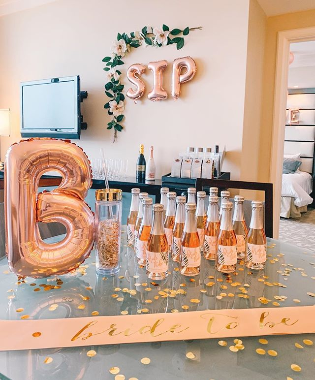 Sometimes our amazing clients send us beautiful images of our labels in action - but this one has us floored! @meredith_banks had the most gorgeous bachelorette party featuring our palm leaf design on pretty and pink @barefootwine bottles. Swoon! 🥂 🌴💗 Congrats Meredith!