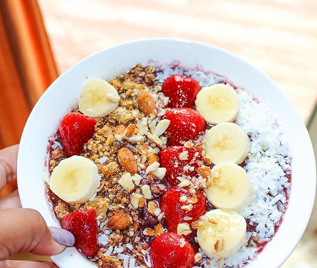 ✨NEW POST ALERT ✨  Our Vegan Acai bowl recipe is live on the site.  THEDREAMBIBLE.COM - link in bio!  You will notice we also got a little makeover, let us know how you like it.  #recipes #acaibowl #foodblogger #foodporn
