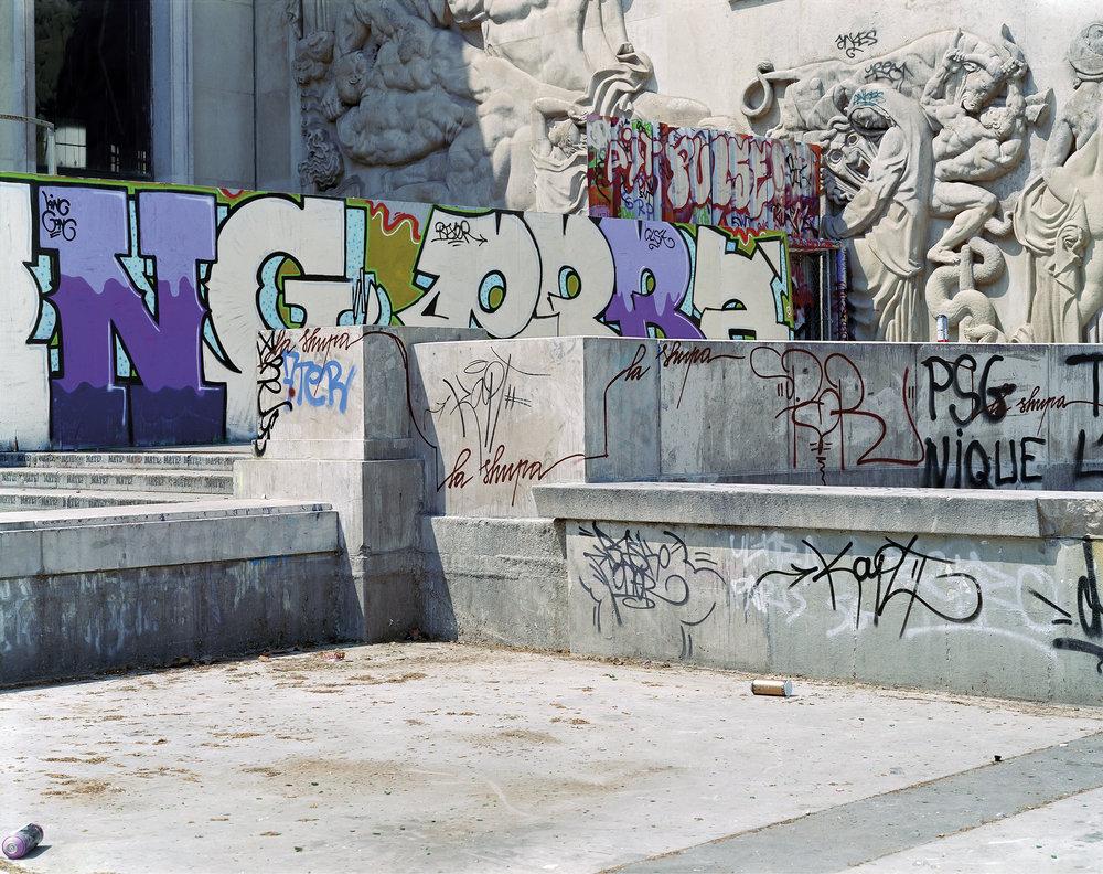 Jade_Doskow_Paris_Palais_de_Tokeyo_Graffiti.jpg