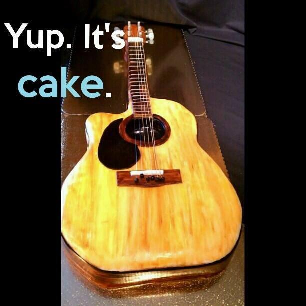 A guitar cake!