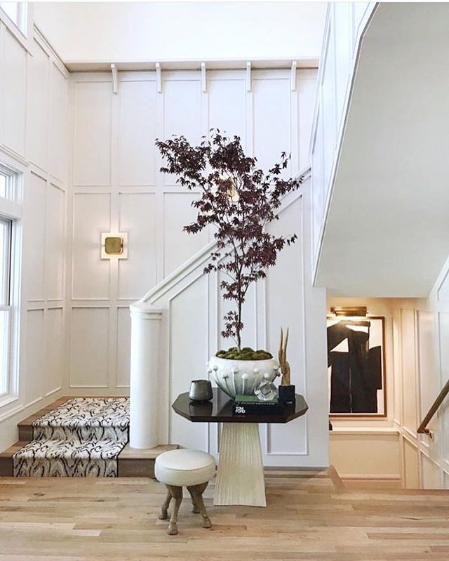 Inspo time! Speaking of the first impression, how impressive is this entryway? This integrated newel post is soooo good. And let's be honest, the space would be so much less dramatic without the branch of a purple Japanese maple😉 Via Pinterest (Designer unknown...sadly)