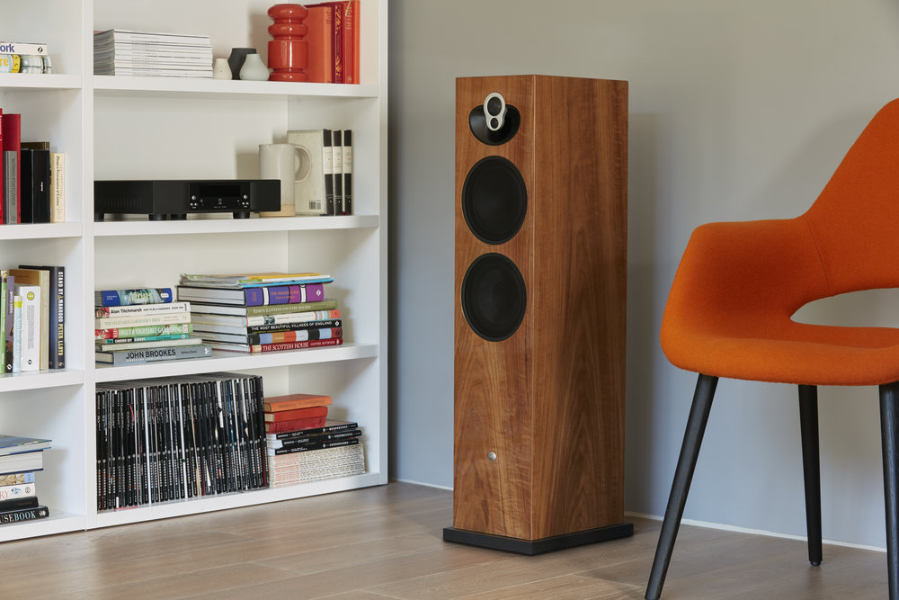 LINN Majik 140 with Majik DSM Integrated Streamer Amplifier shown to the left