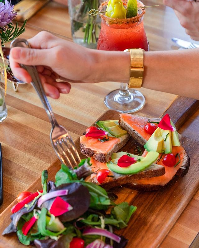 To share or not to share? The struggle is so REAL! #salmonavocadotoast #brunchwin #monkibistro