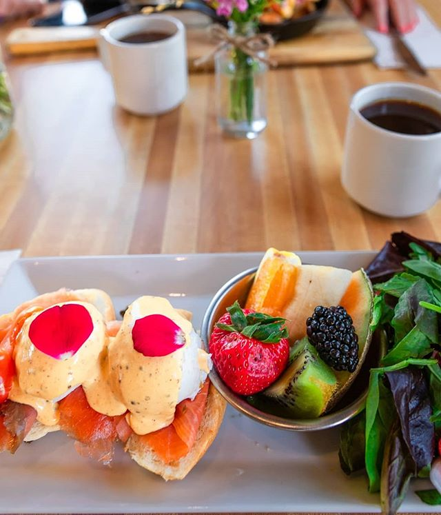 Coffee and salmon bene for this chilly morning. #monkibistro