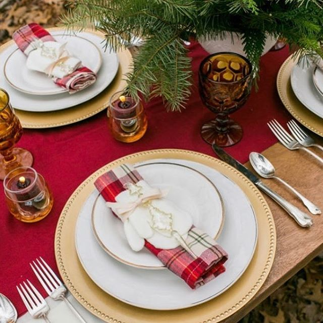 Weekly Wedding Inspo... tartan, white & gold. A chic Winter tablescape. Image from Pinterest #winterwedding #magicalmoments