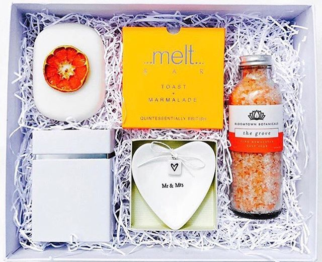 It's good to be back into the swing of things after the madness of Christmas & New Year. Why not add some brightness to these cold, dark days by gifting the Bride-to-be a Clementine box. Get 10% off by entering the code 'Clementine18' at checkout. Valid until 19th January. Happy Shopping! ☀️