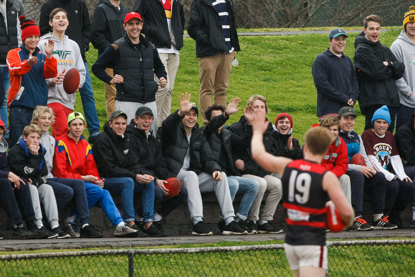Tim Dynon waves goodbye to the Old Scotch supporters in R18 of 2015.