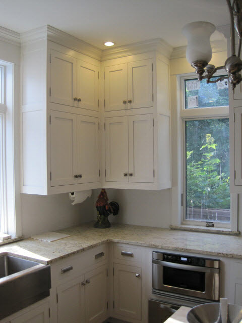 white-lacquered-maple-kitchen-cabinets-with-stainless-steel-knobs-and-handles-to-match-sink-and-oven-12.jpg