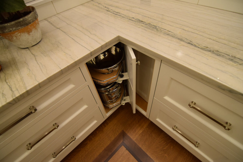 Blind Corner Cabinet Lazy Susan with Self-Closing Doors