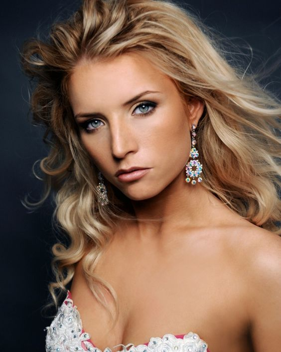 Julianna Strout  Miss Rhode Island 2009  Non Finalist Talent Winner