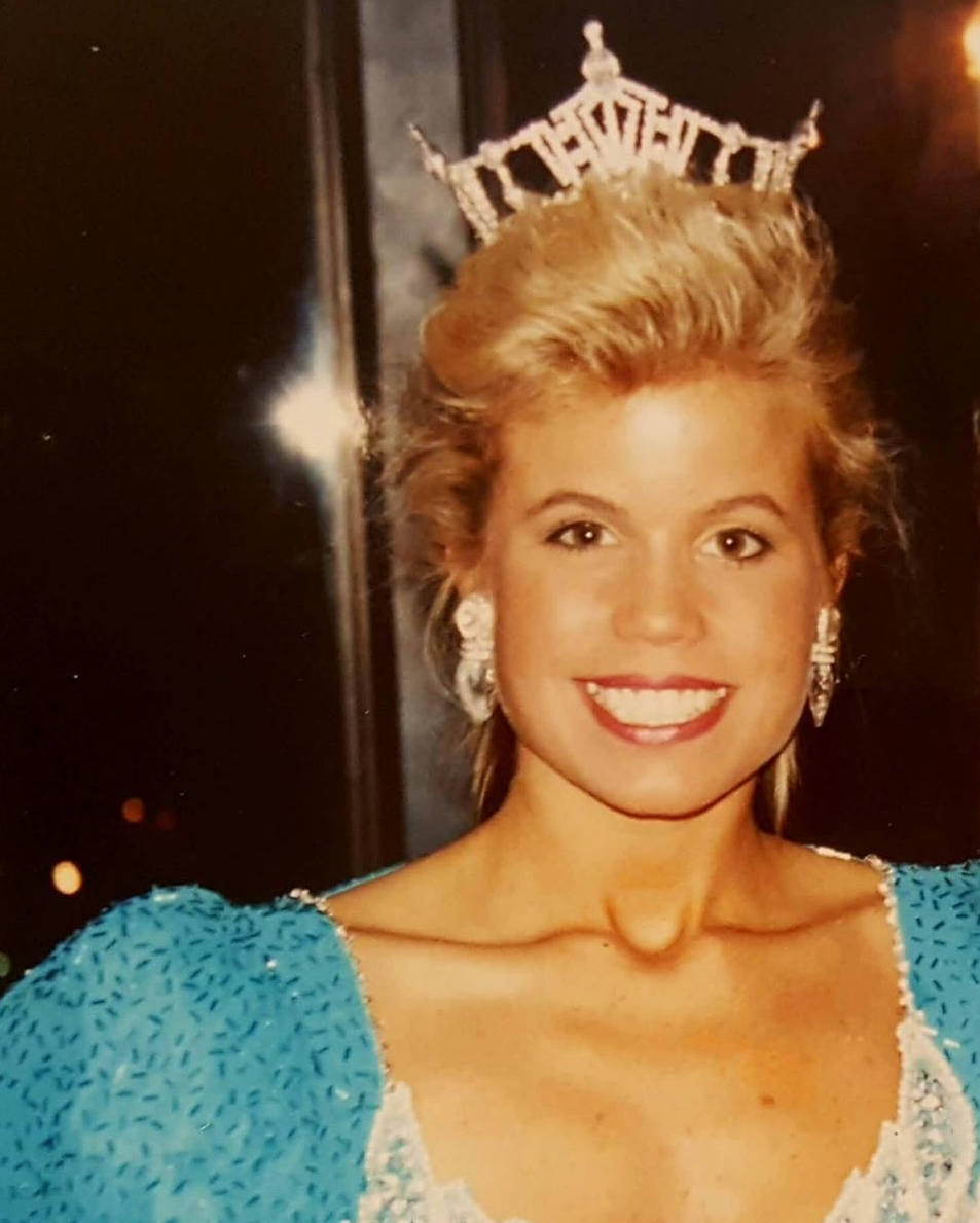 Lisa Snow Ponos  Miss Rhode Island 1992  Non Finalist Interview Winner