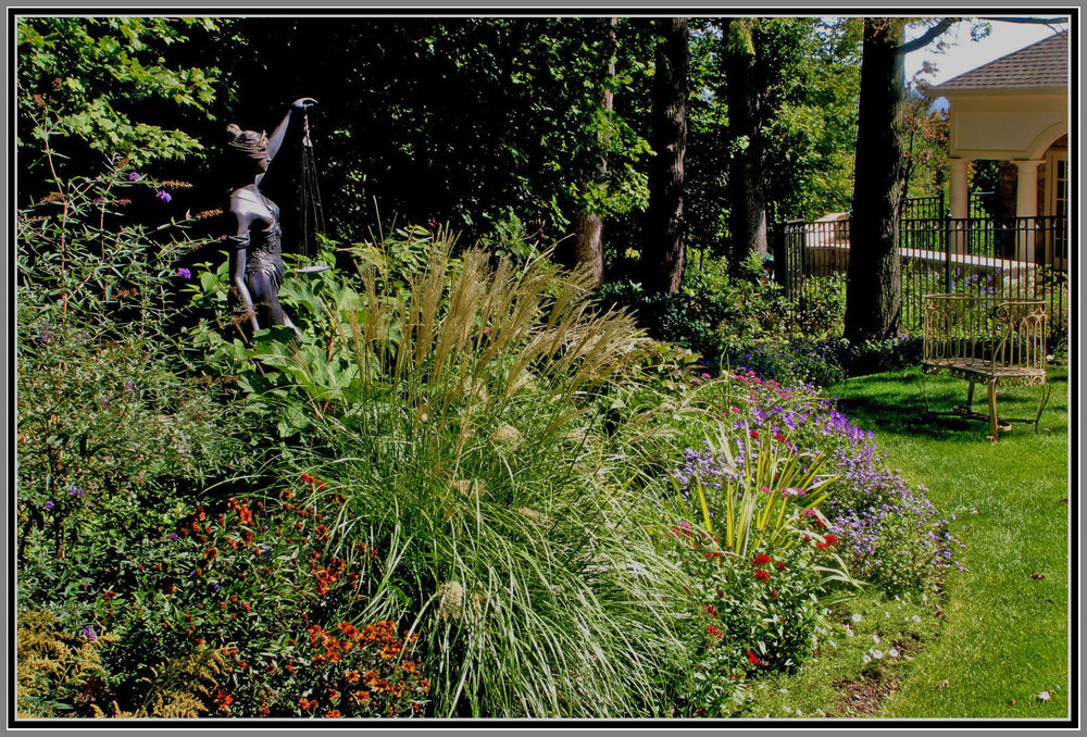 Gardens with statues by Artistic Outdoors