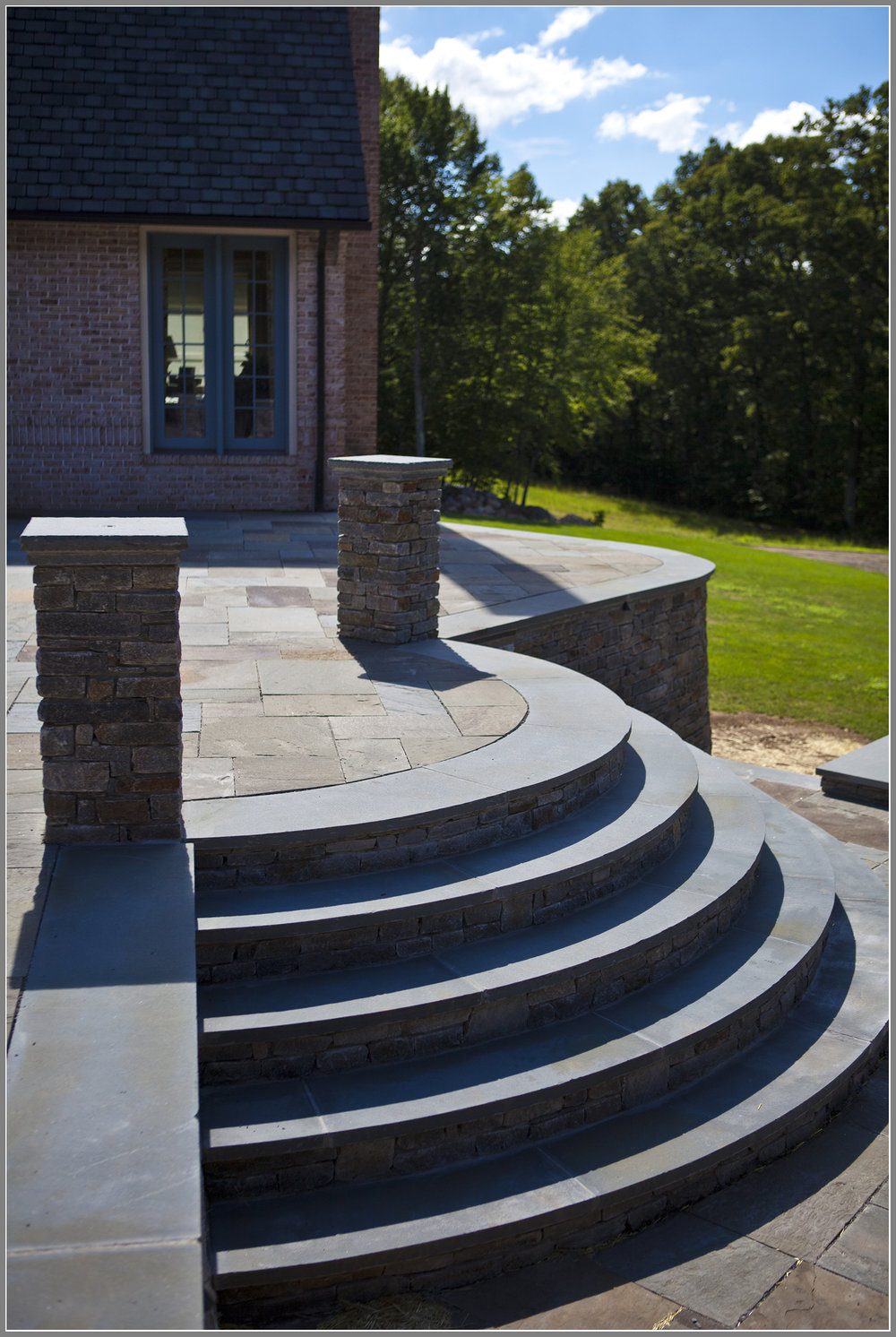 Curved stone steps by Artistic Outdoors