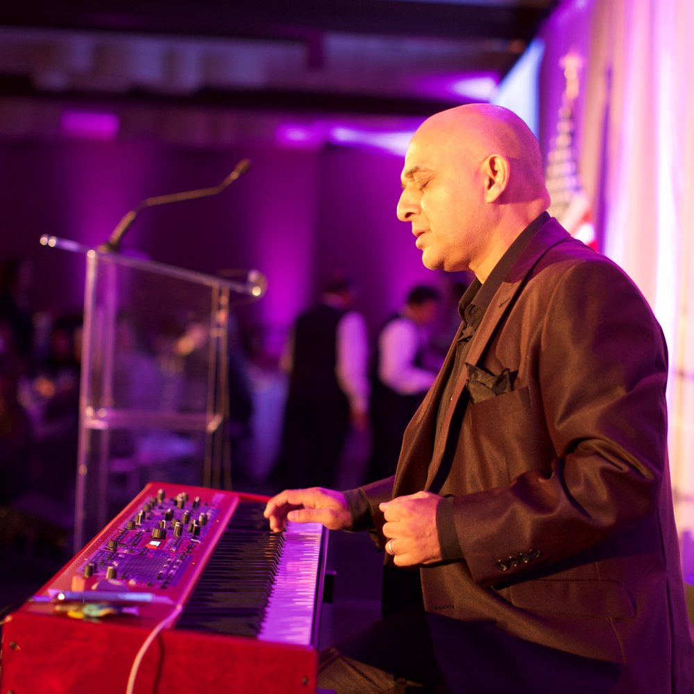 Grammy Award winning recording artist, composer, and pianist delivered a spectacular performance during dinner.