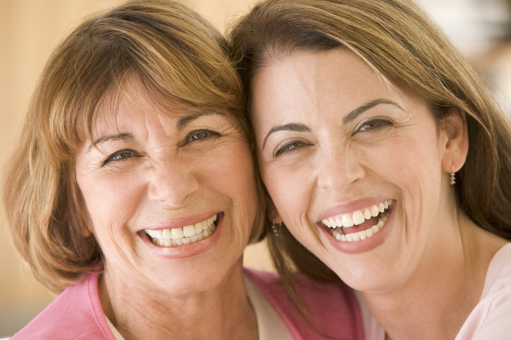 two-women-in-living-room-smiling_BFr2MhAri.jpg