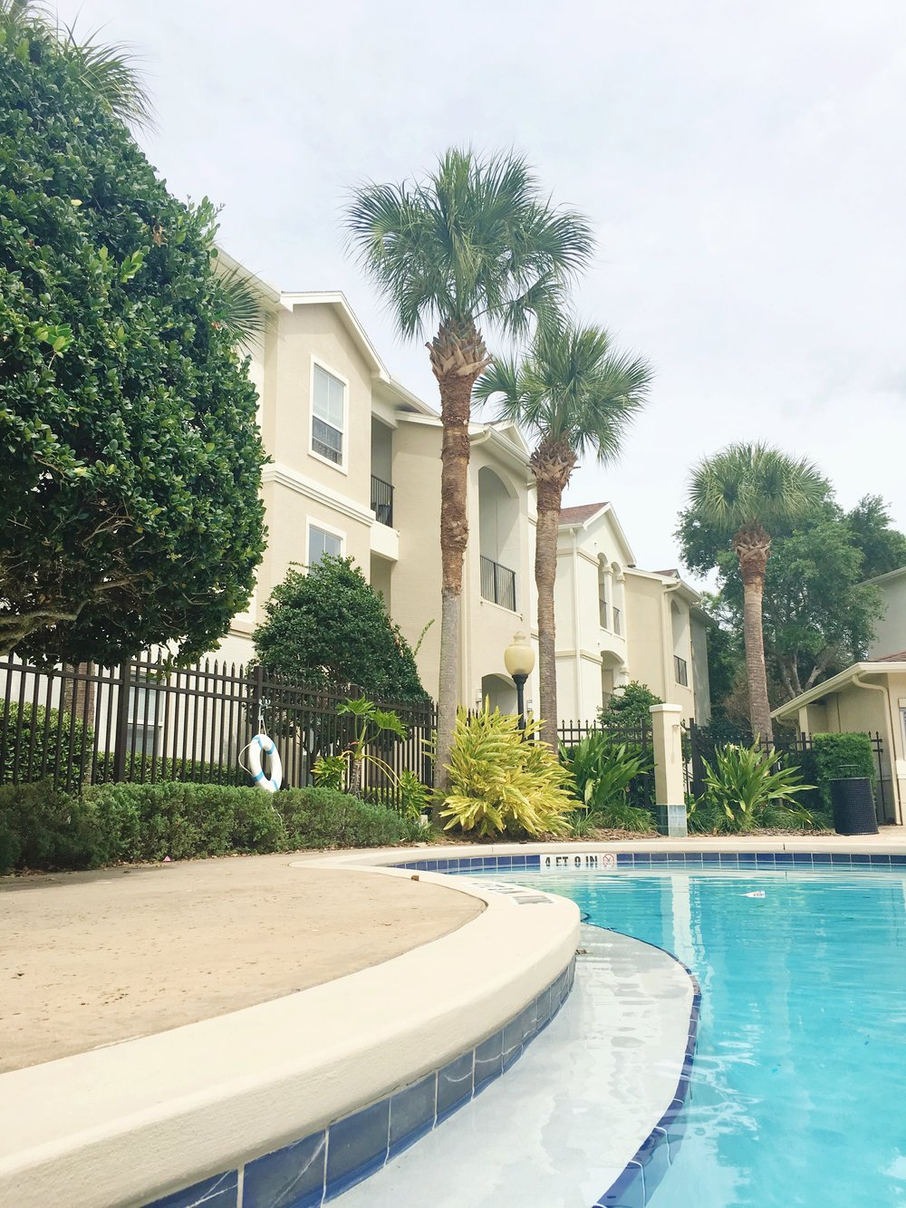 pool_altamonte_florida_floridaliving_relaxing_poolrelaxing