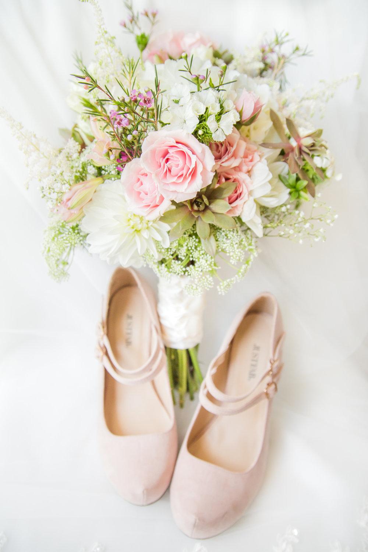 connecticut-wedding-bridal-party-getting-ready-wickham-park-73.jpg