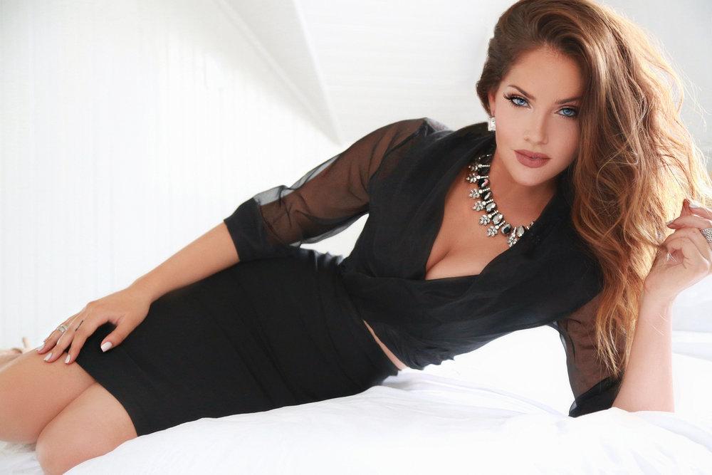 Olivia Pierson - SEXEE MAG 1.jpg