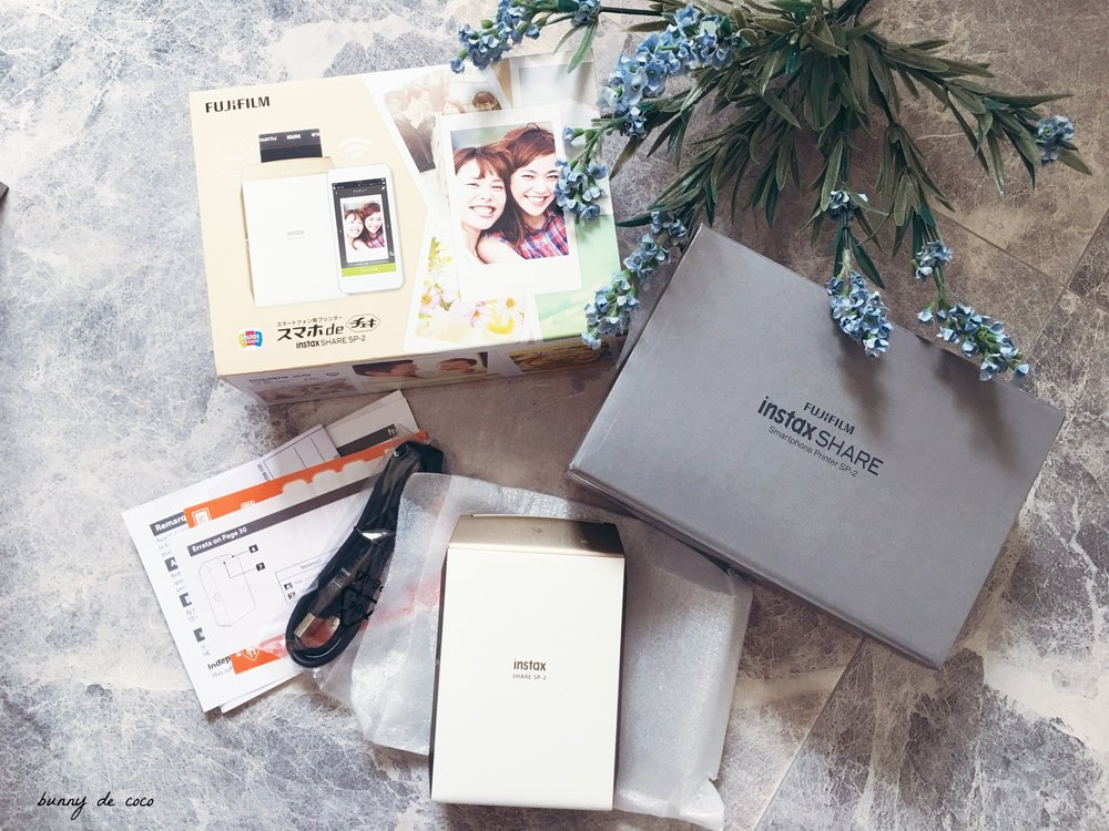 Unboxing my Fujifilm Instax Share SP-2 in gold.