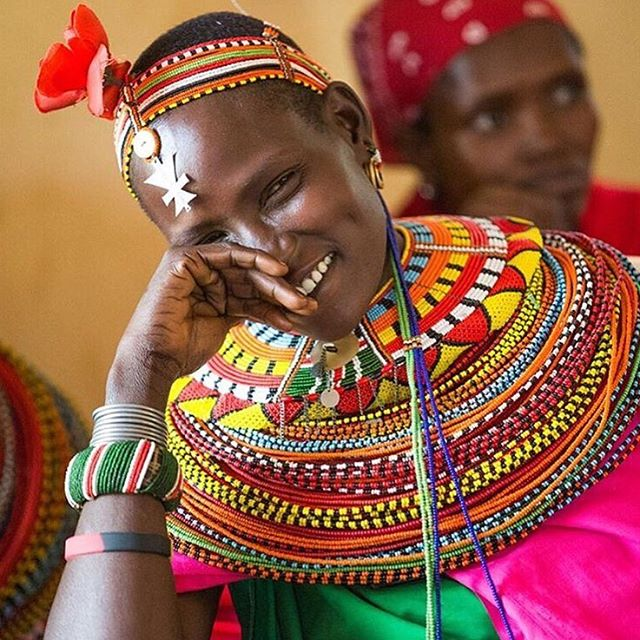 The #samburu are semi-nomadic pastoralists living in northern Kenya's Rift Valley. They are distant relatives of the #maasai. Like the Maasai they too make their living from cows. •••••••••••••••••••••••••••••••••••••••• The beads worn by the women of Kenya's Samburu tribe might look pretty, but the elaborate jewellery is more than mere decoration. For not only does it denote wealth, it also reveals subtle clues about status within the community. •••••••••••••••••••••••••••••••••••••••• 📸 @tierneyfarrell via @thepanafrican  #oboralux  #kenya  #africa  #historyandculture  #traditions  #tribalchic  #ethnic  #ethnicjewelry  #lifeinafrica  #bohochic #jewellery