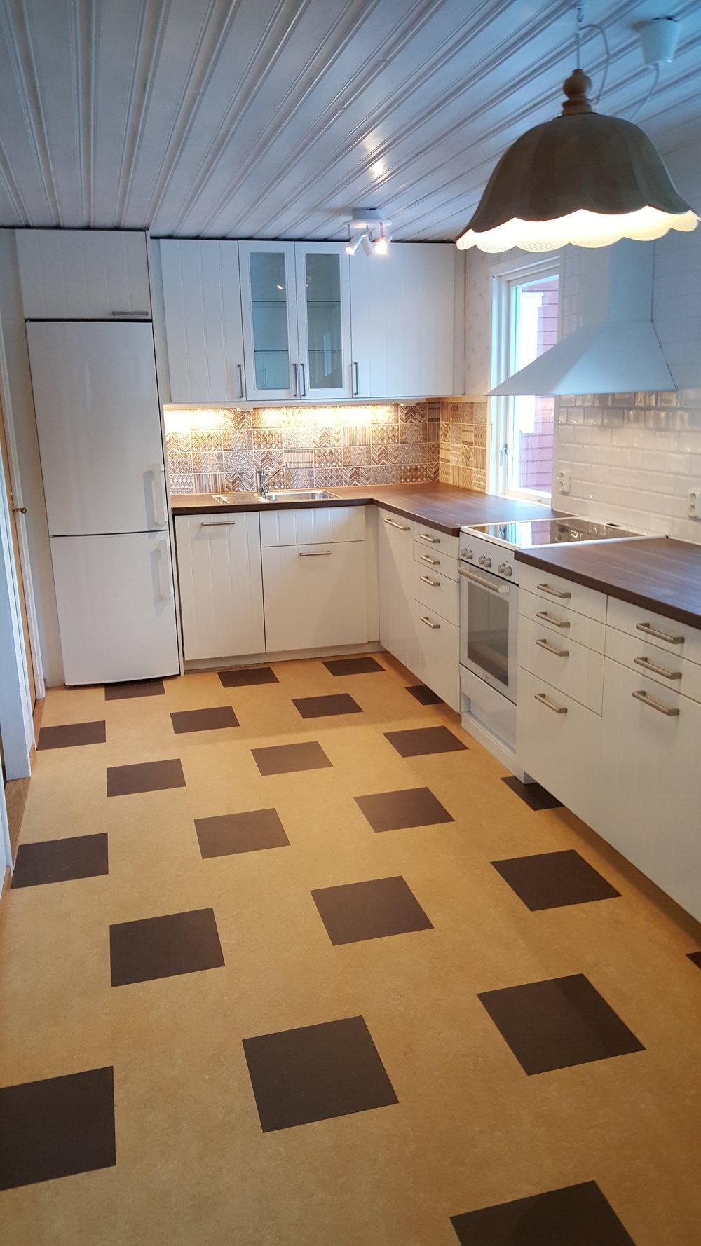 nytt kök och snickerier, marmoleumgolv
