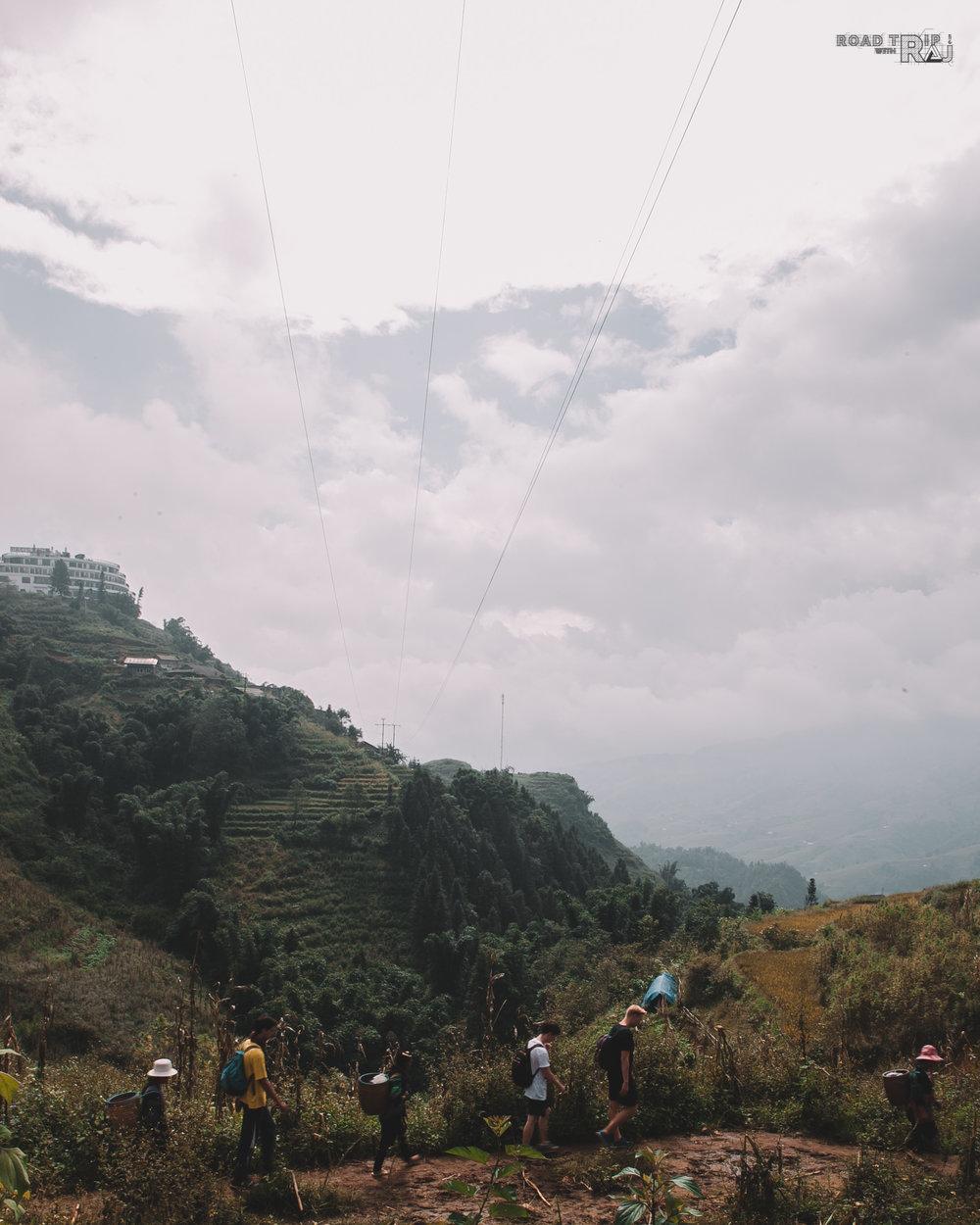 Begin-the-day-hike-tour.jpg
