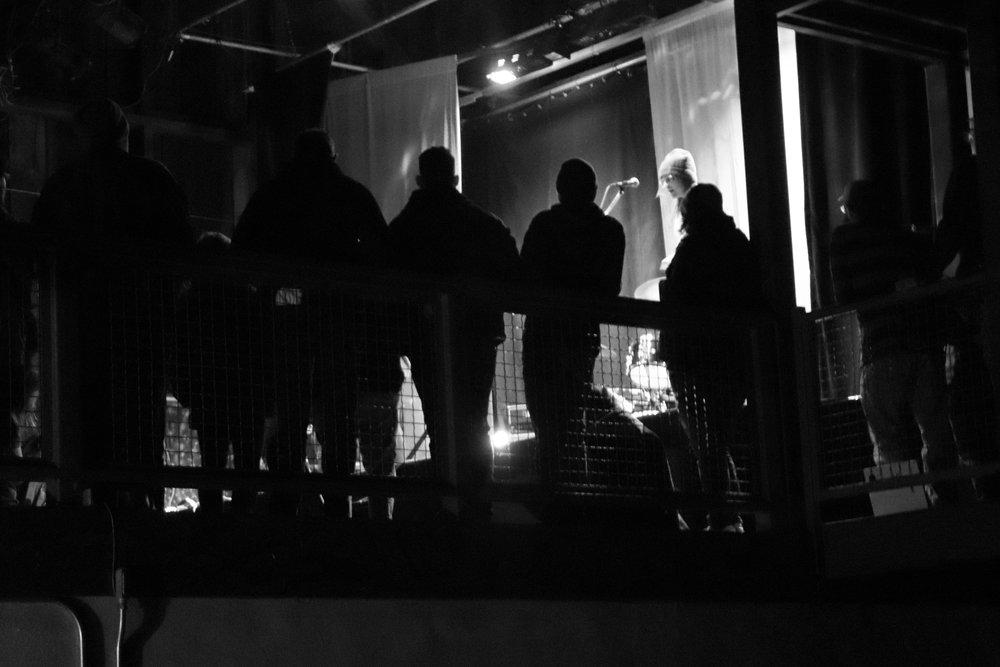 The crowd gathered on the Ice House balcony. (Shamus McGroggan/TAPE SWAP RADIO)