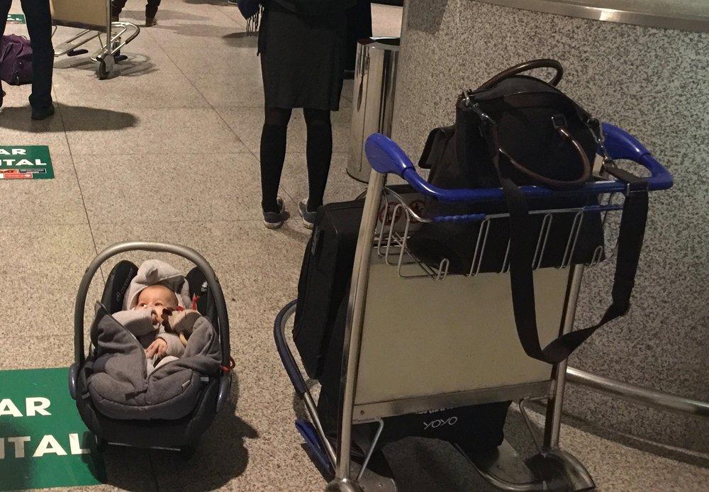 Ensimmäinen lento vauvan kanssa takana!