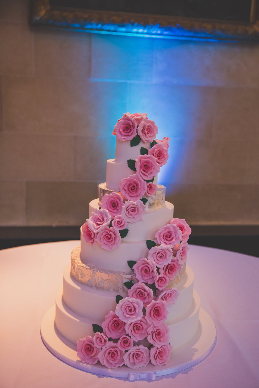 bedfordshire wedding cake pink roses.jpg