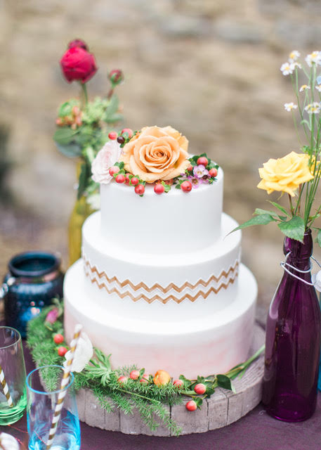wedding cake coral pantone 2019 trends