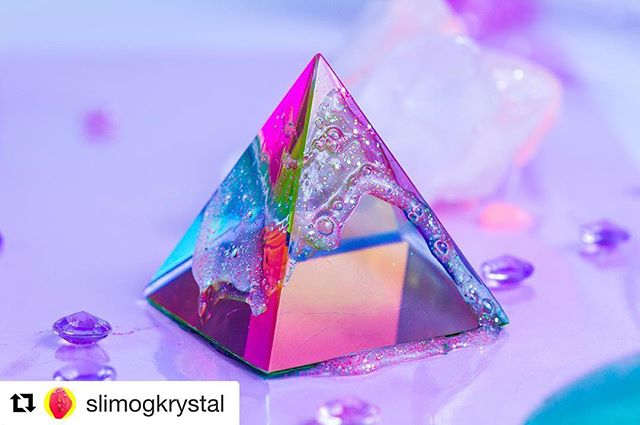 🔁 from @slimogkrystal  #slimogkrystal #video #videoartist @sidsecarstens #performance #soundperformance  #slime #crystal #contemporaryart @copenhagenphotofestival