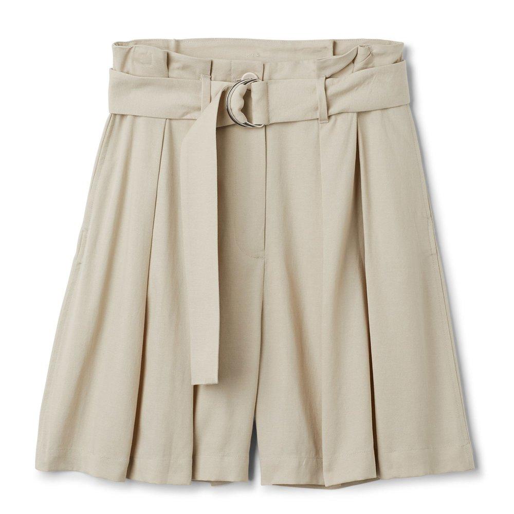 Biege shorts