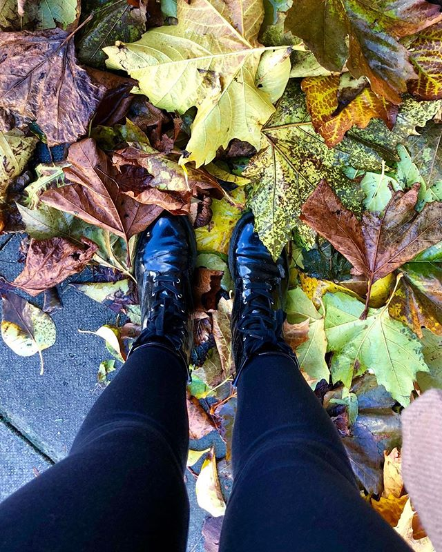 Bye Autumn 🍂 Hello Winter ❄️ who else is freezing but kind of loving this weather! #ootd #potd #fwis #blog #blogger #uk #london #winter #boots #photography #leaves #autumn