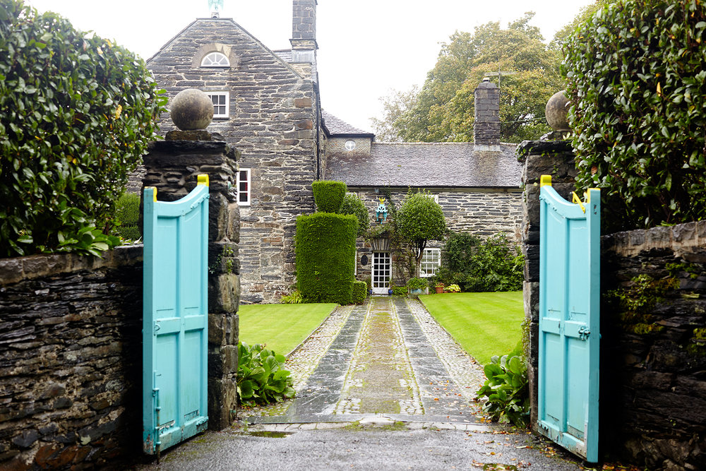 Stacey Van Berkel Photography I Turquoise Gates at country manor I Brodnaw, Wales