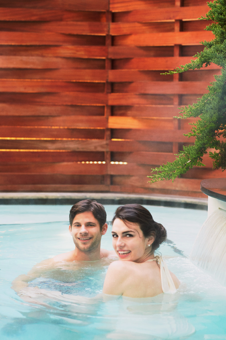Stacey Van Berkel Photography I Young couple in spa pool I The Umstead Hotel and Spa I Cary, North Carolina
