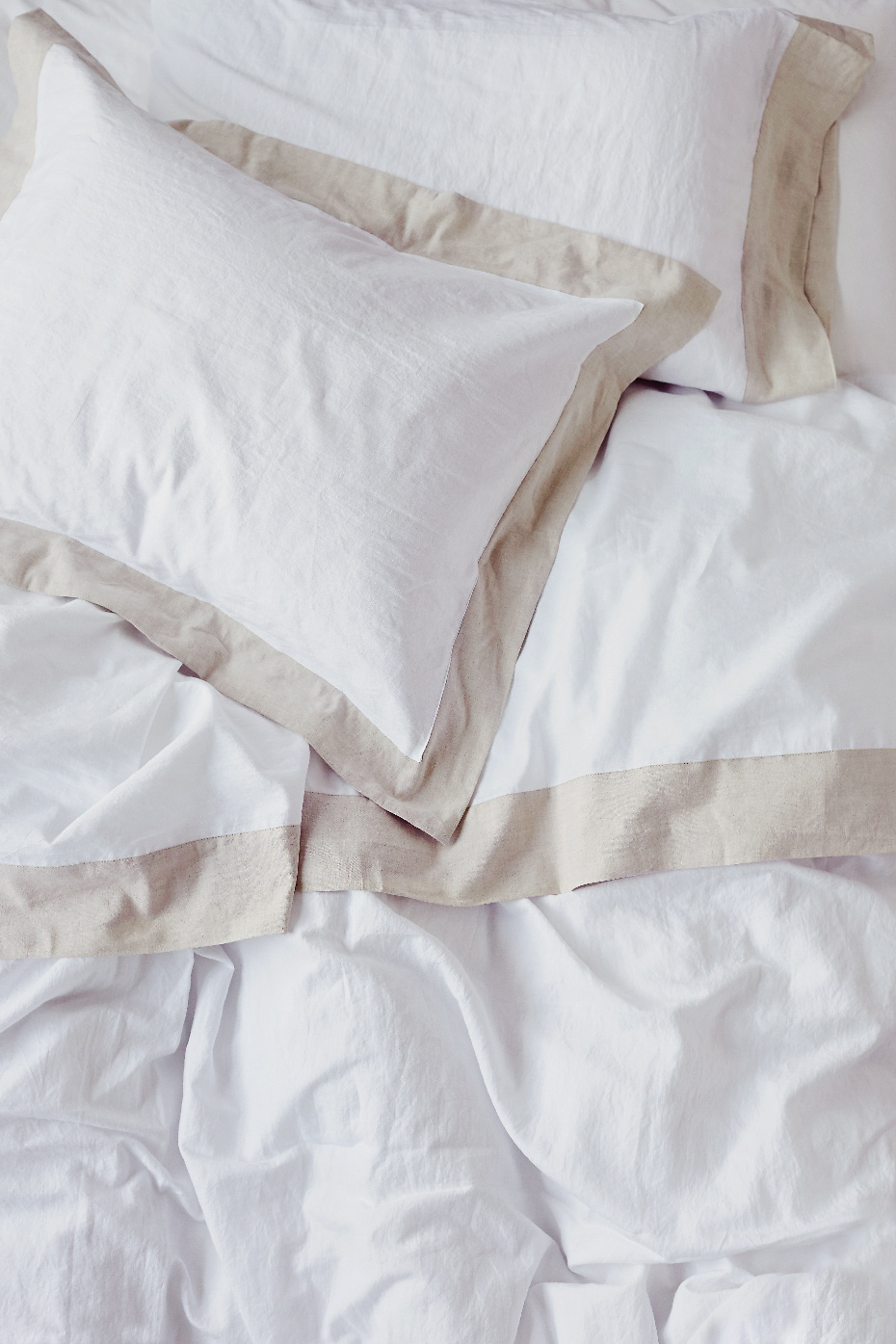 Stacey Van Berkel Photography I White and beige bed linens and pillow I Au LIt Fine Linens I Toronto, Ontario, Canada