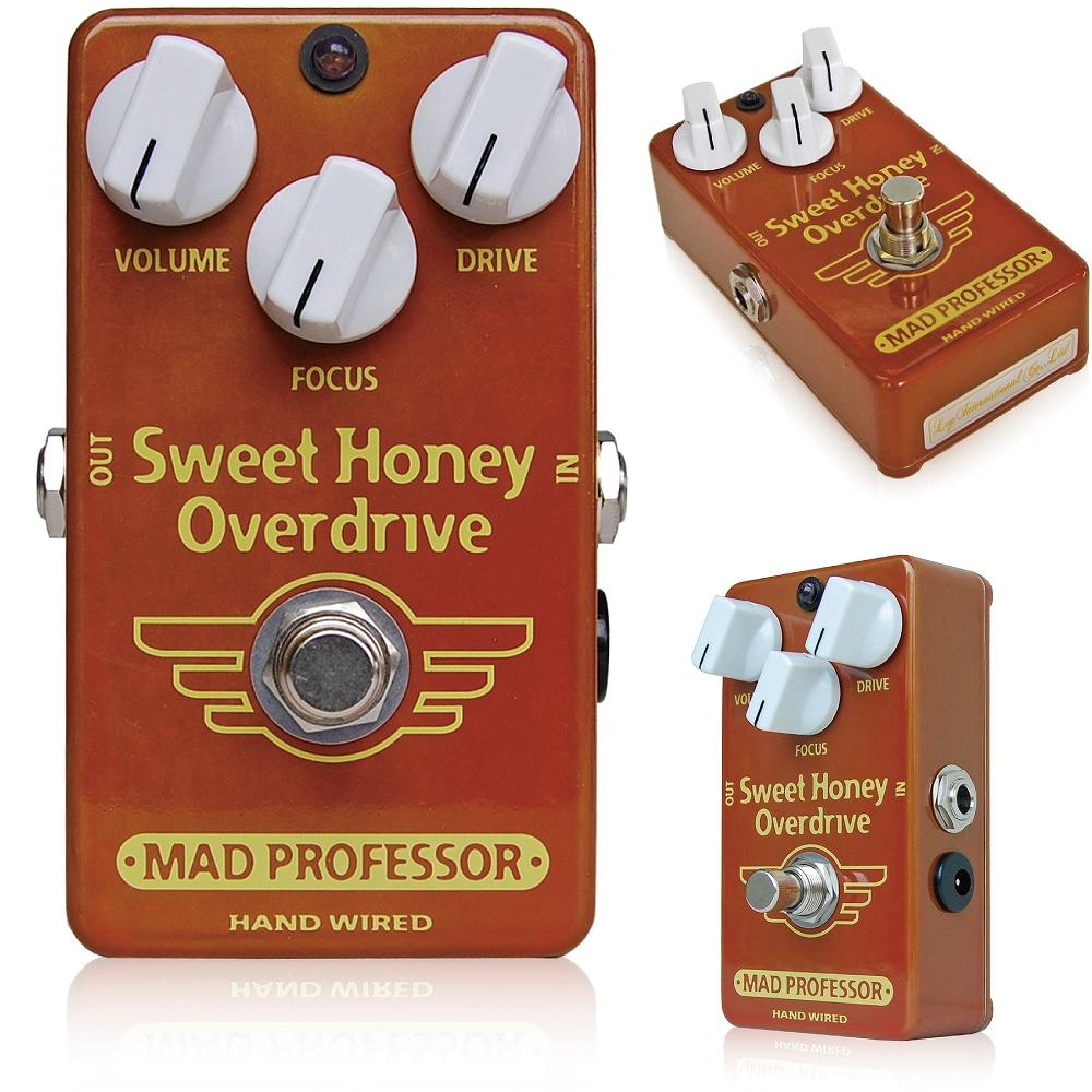 """Mad Professor / Sweet Honey Overdrive マッドプロフェッサー / スウィートハニーオーバードライブ  Mad Professor Sweet Honey Overdrive(SHOD)は、タッチレスポンスなオーバードライブペダルです。 甘く暖かで明るいトーンが特徴で、基本的にローゲインなサウンドを作ります。 ギタートーンの中心となる、基本的な音色としてご使用いただけます。 軽くプッシュされたハンドクラフトの真空管アンプのように、軽いオーバードライブからクリーンまで、ギターのヴォリュームだけで操作することが出来ます。 SHODならではのFocusコントロールは歪みのフィールやペダル全体のダイナミクス、音色の重心を操作し、音色全体のバランスを微調整することが出来ます。 伝説的なオーバードライブペダル、""""BJFE Honey Bee OD""""を基本としているため、特性は似ていますが音色は全く違います。SHODはタイトで扱いやすく、様々なギターやアンプと組み合わせ、その本領を発揮します。 特に真空管アンプと組み合わせると、DRIVEノブを上げることで強い歪みを作ることも出来ます。オーバードライブとしてのゲインはそれほど高くはありませんが、音の瞬発力とレスポンス、厚い音色の質感が合わさり、手元の操作だけでまるでディストーションのような音色からブルースやロックのリード、バッキング、ファンクカッティング、ジャズギターなど、どんなジャンルにも対応できる柔軟性が特徴です。まさに「クリーンサウンドのようで歪んでいる音色」です。 SHODは、ピッキングに対する反応性が絶妙で、弾いた瞬間のタッチがそのままアンプを通して表現できるので、思うがままのプレイを実現させることができます。 SHODは、全てプレミアムコンポーネンツを使用し、高い信頼性、耐久性を持って制作されています。 ●コントロール VOLUME:全体の音量を調整します。 DRIVE:歪みの基本的な強さを調整します。ギターのVolumeやプレイのタッチと合わせ、詳細な歪みのコントロールが可能です。 FOCUS:回路全体の""""歪みやすさ""""と全体的なEQを調整します。反時計回りに回せば歪が少なく、メロウなエフェクトに、時計回りに回せば歪みやすく、軽いトレブルブーストのかかった明るい音色に変わります。FOCUSノブは11時あたりを基本に音を作り始めてみてください。 ●スペシフィケーション ・電源:7.5~18VDC ・消費電流:5mA @9VDC ・インプットインピーダンス:260K ・アウトプットインピーダンス:25K ・トゥルーバイパス 駆動には9~18VDCアダプター、または9V電池をご使用ください。 SHODはフィンランドにてハンドワイヤードで制作されています。 日本国内では18Vアダプターが付属しています。"""