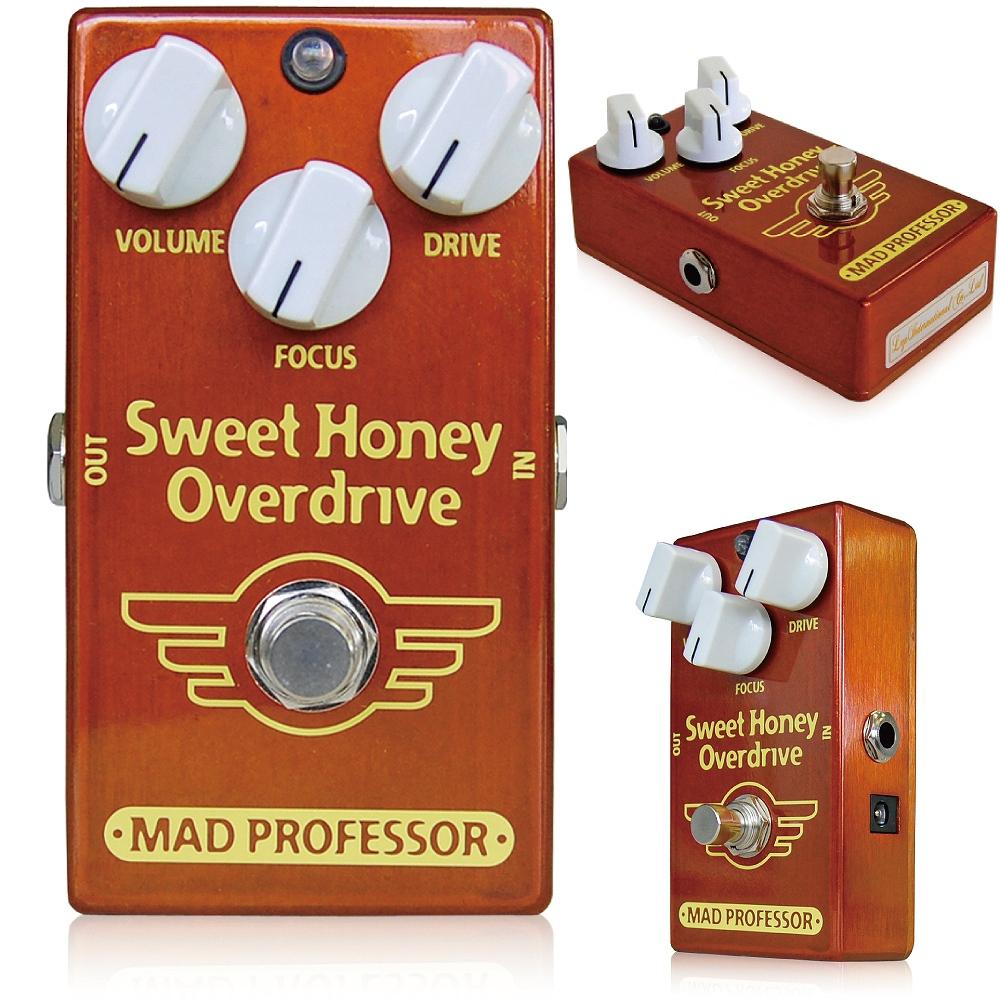 """Mad Professor / New Sweet Honey Overdrive マッドプロフェッサー / ニュースウィートハニーオーバードライブ Mad Professorのベストセラーペダル、Sweet Honey Overdriveは、アンプライクでブルージー、そしてクリアで抜けの良い歪みを作り出します。 その音はまさに最高級のフルチューブアンプを絶妙にプッシュして作り出す究極のクランチサウンドだと言われています。 New Sweet Honeuy Overdrive(NSHOD)は、そんなSweet Honey Overdriveのサウンドを受け継ぎながら、内部基板、ジャック、ポット等の構造を見直したことでよりお求めやすいモデルとして誕生しました。 ●オリジナルSweet Honey Overdriveとの違い オリジナルSweet Honey OverdriveとNew Sweet Honey Overdriveは、多少ながら違いがあります。 ■筐体 ずっしりと重いオリジナルSweet Honey Overdriveは亜鉛ダイキャスト筐体を採用していますが、New Sweet Honey Overdriveはアルミダイキャストボディを採用し、軽量に作られています。 ■ジャック・スイッチ類 New Sweet Honey Overdriveでは、生産性向上のため、インプット/アウトプットジャック、アダプタージャック、フットスイッチ等を全て基板に直接配置して製作されています。 そのため、インプット/アウトプット/アダプタージャック、フットスイッチが変更されています。 ■サウンド オリジナルSweet Honey Overdriveのサウンドを踏襲していますが、パーツの違いにより、サウンドは多少異なります。 ●Sweet Honey Overdriveとは Mad Professor Sweet Honey Overdrive(SHOD)は、タッチレスポンスなオーバードライブペダルです。 甘く暖かで明るいトーンが特徴で、基本的にローゲインなサウンドを作ります。 ギタートーンの中心となる、基本的な音色としてご使用いただけます。 軽くプッシュされたハンドクラフトの真空管アンプのように、軽いオーバードライブからクリーンまで、ギターのヴォリュームだけで操作することが出来ます。 SHODならではのFocusコントロールは歪みのフィールやペダル全体のダイナミクス、音色の重心を操作し、音色全体のバランスを微調整することが出来ます。 伝説的なオーバードライブペダル、""""BJFE Honey Bee OD""""を基本としているため、特性は似ていますが音色は全く違います。SHODはタイトで扱いやすく、様々なギターやアンプと組み合わせ、その本領を発揮します。 特に真空管アンプと組み合わせると、DRIVEノブを上げることで強い歪みを作ることも出来ます。オーバードライブとしてのゲインはそれほど高くはありませんが、音の瞬発力とレスポンス、厚い音色の質感が合わさり、手元の操作だけでまるでディストーションのような音色からブルースやロックのリード、バッキング、ファンクカッティング、ジャズギターなど、どんなジャンルにも対応できる柔軟性が特徴です。まさに「クリーンサウンドのようで歪んでいる音色」です。 SHODは、ピッキングに対する反応性が絶妙で、弾いた瞬間のタッチがそのままアンプを通して表現できるので、思うがままのプレイを実現させることができます。 SHODは、全てプレミアムコンポーネンツを使用し、高い信頼性、耐久性を持って制作されています。 ●コントロール VOLUME:全体の音量を調整します。 DRIVE:歪みの基本的な強さを調整します。ギターのVolumeやプレイのタッチと合わせ、詳細な歪みのコントロールが可能です。 FOCUS:回路全体の""""歪みやすさ""""と全体的なEQを調整します。反時計回りに回せば歪みが少なく、メロウなエフェクトに、時計回りに回せば歪みやすく、軽いトレブルブーストのかかった明るい音色に変わります。FOCUSノブは11時あたりを基本に音を作り始めてみてください。 ●スペシフィケーション ・電源:7.5~18VDC ・消費電流:5mA @9VDC ・インプットインピーダンス:260K ・アウトプットインピーダンス:25K ・トゥルーバイパス 駆動には9~18VDCアダプター、または9V電池をご使用ください。"""