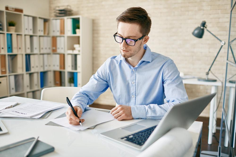 office-worker-P9XYMS4.jpg